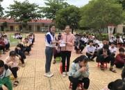 Công an huyện Cư Jút phối hợp hợp công ty xe máy Huân lai Hương tổ chức tuyên truyền ATGT cho học sinh